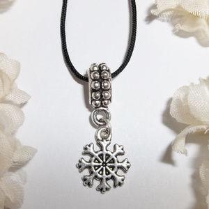 Silver Snowflake Necklace Adjustable Snow NWT 4949